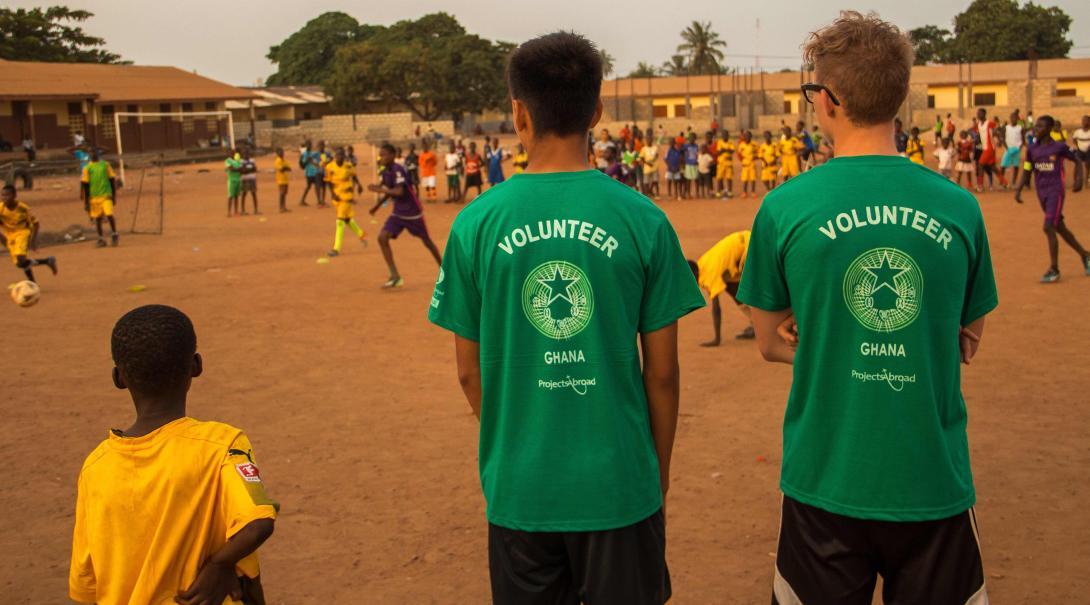 Como voluntario de fútbol en Ghana también te unirás a partidos.